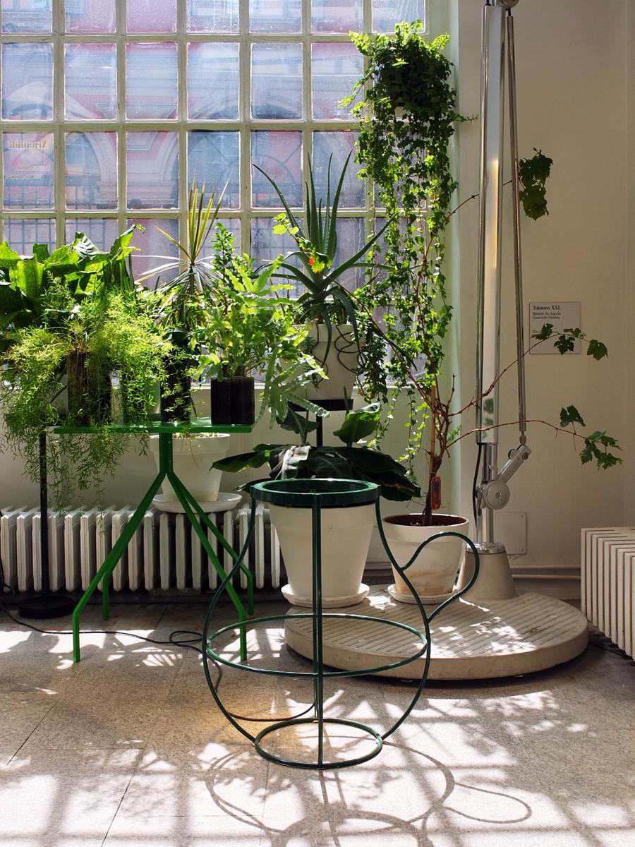 Gartenlaube im Artemide Showroom.